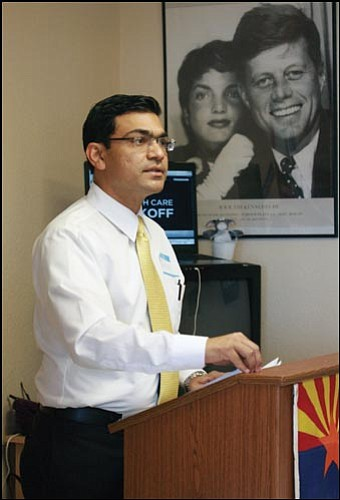 JC AMBERLYN/Miner<br> Dr. Zaffar Iqbal talks about health insurance during a presentation at Democratic Headquarters in Kingman Saturday.