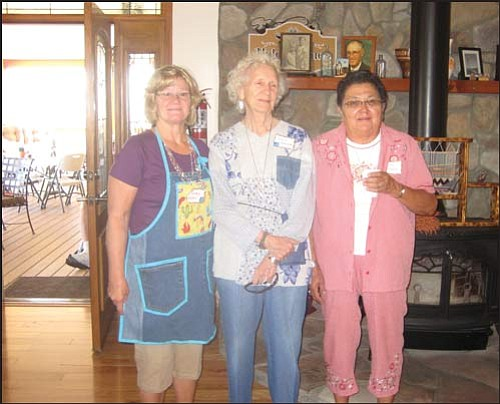 "Courtesy<br> Hostess and owner of the Hidden Pines Bed and Breakfast Tommie Upton chats with KASRA members Jean Graham and Janis Cunningham. Tommie is a member of KASRA and, along with her husband David and head chef Shorty, have provided a site for the annual September ""Ditch Day"" potluck brunch for the past two years."