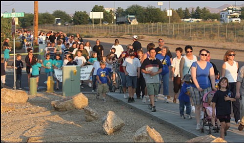 """JC AMBERLYN/Miner<br> Hundreds of walkers participated in last year's """"Walk Away from Drugs"""" in Kingman.  <b><a href=""""Formlayout.asp?formcall=userform&form=20""""target=""""_blank"""">Click here to purchase this image as a print or photo gift</a></b>"""