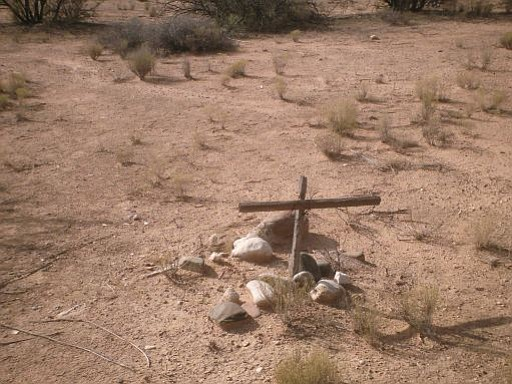 Photo by Aladreth December 2008, Grave in the middle of the Desert - Dead Horse Ranch, Cottonwood, Arizona