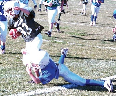 SHAWN BYRNE/Miner<br /><br /><!-- 1upcrlf2 -->Derrick Kelley of the Packers runs for a long gain before being brought down by the Cowboys' Andrew Davis Saturday at Kingman Middle School in Kingman Youth Football League action. The Packers prevailed 12-0 and improved to 4-1, as the Cowboys fell to 3-2.<br /><br /><!-- 1upcrlf2 --><br /><br /><!-- 1upcrlf2 -->