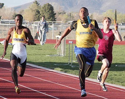 RODNEY HAAS/Miner<br> Kingman High's Kameron Comins leads runners from Boulder Creek, right, and Maryvale to the finish line Wednesday at KHS. Comins won the 100-meters Friday at the T-bird Invitational Friday in Bullhead City.