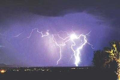 Courtesy<br /><br /><!-- 1upcrlf2 -->Kingman resident Joel Gringorten captured this image Saturday night.