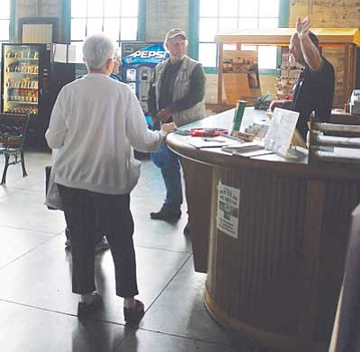 JC AMBERLYN/Miner<br /><br /><!-- 1upcrlf2 -->Volunteer Ken Mathews is pictured giving directions to tourists at the Kingman Powerhouse in 2008.<br /><br /><!-- 1upcrlf2 -->