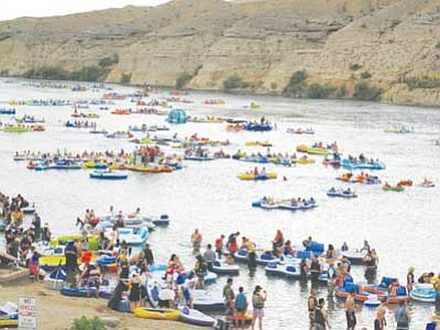 Bullhead City/ Courtesy<br /><br /><!-- 1upcrlf2 -->The popular annual river regatta event last weekend in Bullhead City attracted close to 30,000 people to the Colorado River.