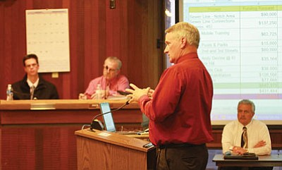 JC AMBERLYN/Miner<br> Mohave Community College President Michael Kearns speaks to the City Council at the meeting Tuesday.