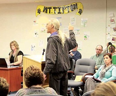 JC AMBERLYN/Miner<br> Perry Wickerd voices his displeasure to the Kingman Unified governing board Tuesday.