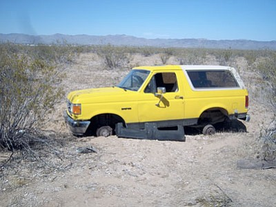 This late-model Ford Bronco abandoned in Golden Valley turned out to be recently stolen from So-Hi. The Mohave County Sheriff Department notified the owner his vehicle had been found and the owner subsequently drove to the area and retrieved his Bronco.