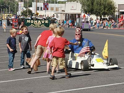 JC AMBERLYN/Miner<br> The El Zaribah Shriners hand out Andy Candy.