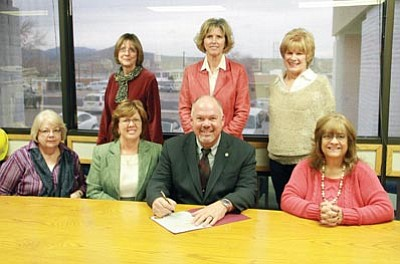"JC AMBERLYN/Miner<br> Kingman Mayor John Salem recently signed a proclamation declaring March to be ""Women Making History"" month. Front row, left to right, are Kathy Cook, Krystal Burge, Mayor Salem and Pat Mullen. Back row, left to right, are Debbie Burnham-Kidwell, Betsy Parker and Sandi Minkler."
