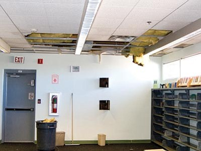 SUZANNE ADAMS-OCKRASSA/Miner<br> Sprinkler system pipes at the Mohave County Library froze and burst, sending water streaming down the wall and across the floor.