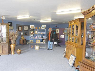 DOUG McMURDO/Miner<br> Gary Dunaway stands inside his newest gallery, Gary D's Gallery of Fine Arts and Photography in Golden Valley.