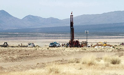 JC AMBERLYN/Miner<BR> A well drilling rig at work recently at Kingman Farms in the Red Lake area.
