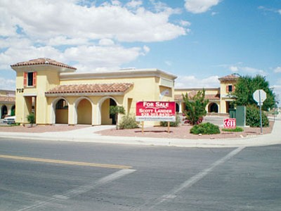 HUBBLE RAY SMITH/Miner<BR> The Grand Tuscan Center has a classic exterior – and only one tenant.