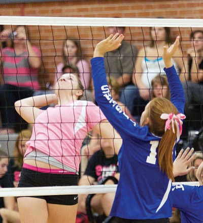 RYAN ABELLA/Miner<BR> Lee Williams' Kristen Finch lines up a kill Monday against Kingman Academy.
