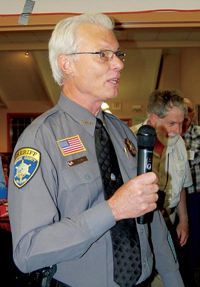 DOUG McMURDO/Miner<BR> Sheriff Jim McCabe addresses members of the Mohave County Republican Forum Wednesday night at the Golden Corral.