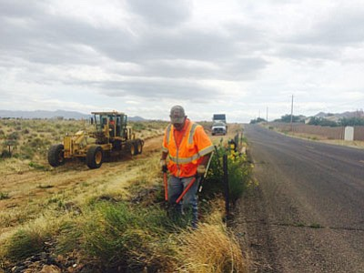 "A worker for the city of Kingman cuts weeds Thursday along Southern Avenue in preparation for chip-sealing repairs. Arizona received a grade of ""D+"" for its road system from the American Society of Engineers. (HUBBLE RAY SMITH/Miner) <br /><br /><!-- 1upcrlf2 -->"