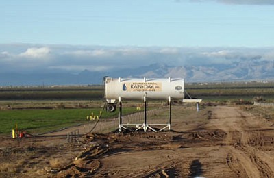 A water tank is set up to irrigate crops in the Red Lake area. Many local residents are worried about farm operations depleting Hualapai Valley basin aquifers. (Courtesy photo)