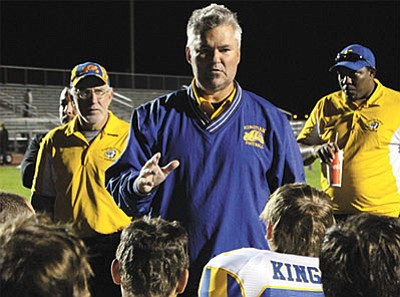 Outgoing Kingman High football coash Greg Tonjes talks to players following last Friday's game. (ALAN CHOATE/Miner)