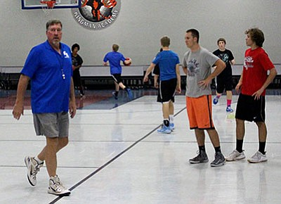 SHAWN BYRNE/Miner<BR> Kingman Academy's new basketball coach Brian Devincenzi keeps his eye on Friday's practice. The Tigers open the season Nov. 23 at Kingman.