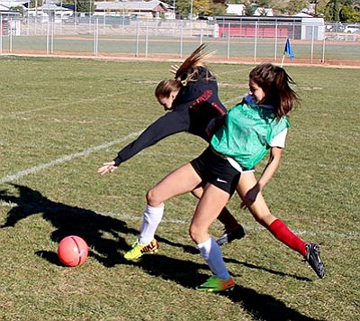 SHAWN BYRNE/Miner<BR> Lee Williams' Isabel Marquez (green) and Calista Brothers battle for control of the ball during Friday's practice at LWHS.