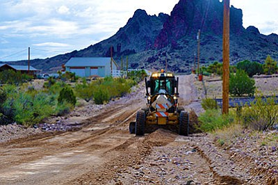 BUTCH MERIWETHER<br /><br /><!-- 1upcrlf2 -->A county road grader operator performs maintenance on South Dome Road in Golden Valley. (Courtesy)