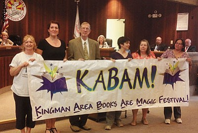 DOUG McMURDO/Miner<br> Members of the Mohave Library Alliance and Mayor Richard Anderson, third from left, hold a banner promoting this year's KABAM (Kingman Area Books Are Magic) festival on April 23.
