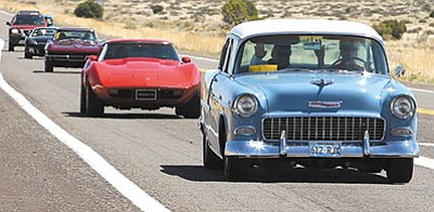 ALAN CHOATE/Miner<br> Fun Run participants cruise toward Kingman during the 2014 event.
