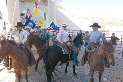 Supporters of rancher Cliven Bundy gather under an I-15 bridge where the Bureau of Land Management had installed a temporary fence as a barrier. (BILL GOODE/Courtesy)