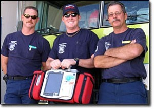 Miner Photo/JEFF POPE Engineer Brad Abraham, Firefighter Tanner Miller, and Captain Bob Casson with one of the Kingman Fire Department¹s new defibrillators.