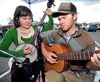Les Stukenberg/The Daily Courier<br>Annabeth McNamara and Carlos Bassetti, Fig and Sparrow,  perform at the Farmers Market in Prescott on Saturday June 12.