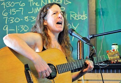 Matt Hinshaw/The Daily Courier<br> Connie Lee Marie of Cottonwood performs an Irish song for the crowd during the 5th annual St. Patrick's Day Pub Crawl in downtown Prescott March 17, 2010.