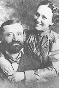 <i></i> <b>Fredrick Voltz and his wife, Josephine, were married in Neosho, Missouri in October 1898.</b>