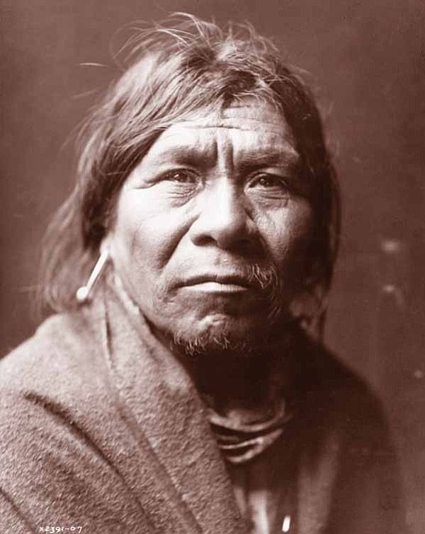 Waluthma (Supai Charley), photo by Edward S. Curtis, courtesy of the Library of Congress.
