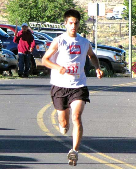 Andy Yazzie (537) of Rehoboth, N.M. won the 2009 half marathon run in one hour 16 minutes and 51 seconds.