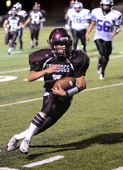 Todd Roth/NHO<br> Sophmore Wide Receiver Henry Montiel makes a big play for the Bulldogs.