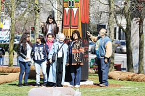 Hopi media students at a totem pole in Seattle. They are, from left, Christina Rucker, Courtney Hayah, Janine Shula, (top) Randi Lomayestewa, Margaret Brice, Kaye Lowe and Lalo Brice. <i>Stan Bindell/NHO</i>