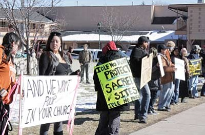 Idle No More protesters line Route 66 in front of Flagstaff City Hall Jan. 8. David Yankus/NHO