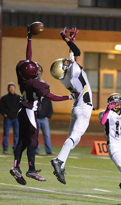 A Winslow receiver tries to pull down a pass from James Martinez. Photo/Todd Roth