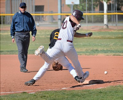 Winslow Bulldog C.J. Chacon stretches to reach first base against Round Valley April 29. Todd Roth/NHO