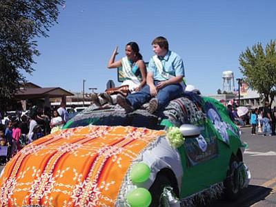 Tuba City High sophomore royalty Sophia Honahni-Hopi Tribe and James Roe III-Cherokee enjoy the warm sunshine and a happy parade crowd on Oct. 3. Rosanda Suetopka/NHO