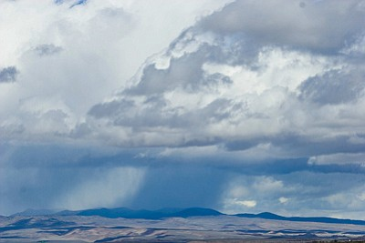 A cumulonimbus cloud produces a shaft of rain. Some say Arizona can help address its water challenges by seeding clouds to produce more rain and snow. Photo/University Corporation for Atmospheric Research