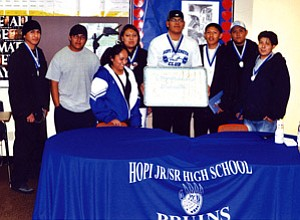 Hopi High School midterm graduates (Photo by Stan Bindell).