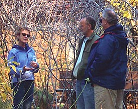 Arboretum docent Cindy Wilder leading a tour in fall of 2006 (Photo by Rachel Edelstein).
