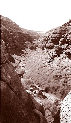 Photo of Canyon Diablo courtesy of Ann T. Strickland http://www.rerowland.com/canyon_diablo.html.