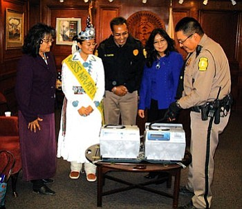 Kayenta Police District Officer Vernon Nelson (right) demonstrates how the Intoxilyzer 8000 operates for Navajo Nation first lady Vikki Shirley, Miss Navajo Nation Jonathea Tso and DUI Task Force member Bessie Yellowhair-Simpson as Chinle Police officer Carlos Yazzie looks on (Photo by George Hardeen/OPVP).