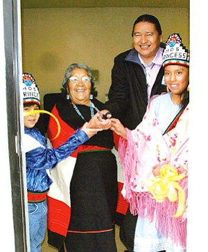 Alan Numkena, Lt. Governor from the Upper Village of Moenkopi (second from right), student royalty from Moencopi Day School and Laura Honahni (Fire Clan/Upper Moenkopi) cut the celebratory ribbon for the new Moenkopi wastewater treatment plant (Photo by Byron Poocha).