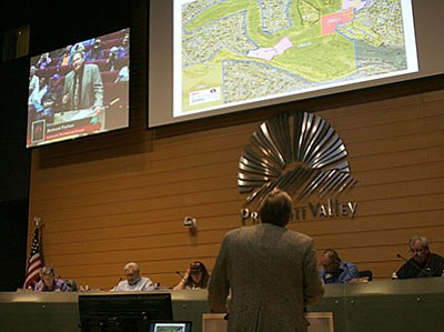 Richard Parker speaks before the Prescott Valley Planning and Zoning Commission on Monday, April 11. (Sue Tone/For the Tribune)
