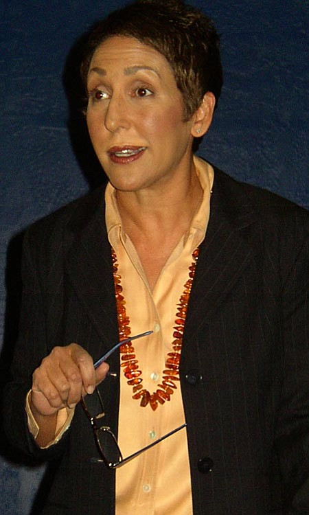 VVN/Michelle Borgwardt: <b>Author Linda Waterman</b> (Zoë Yeoman)