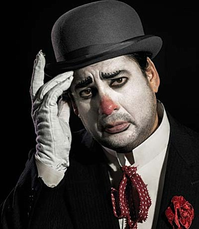 Marcelo Álvarez rises to the challenge of playing the dual tenor roles of Turiddu in Cavalleria Rusticana and Canio in Pagliacci.